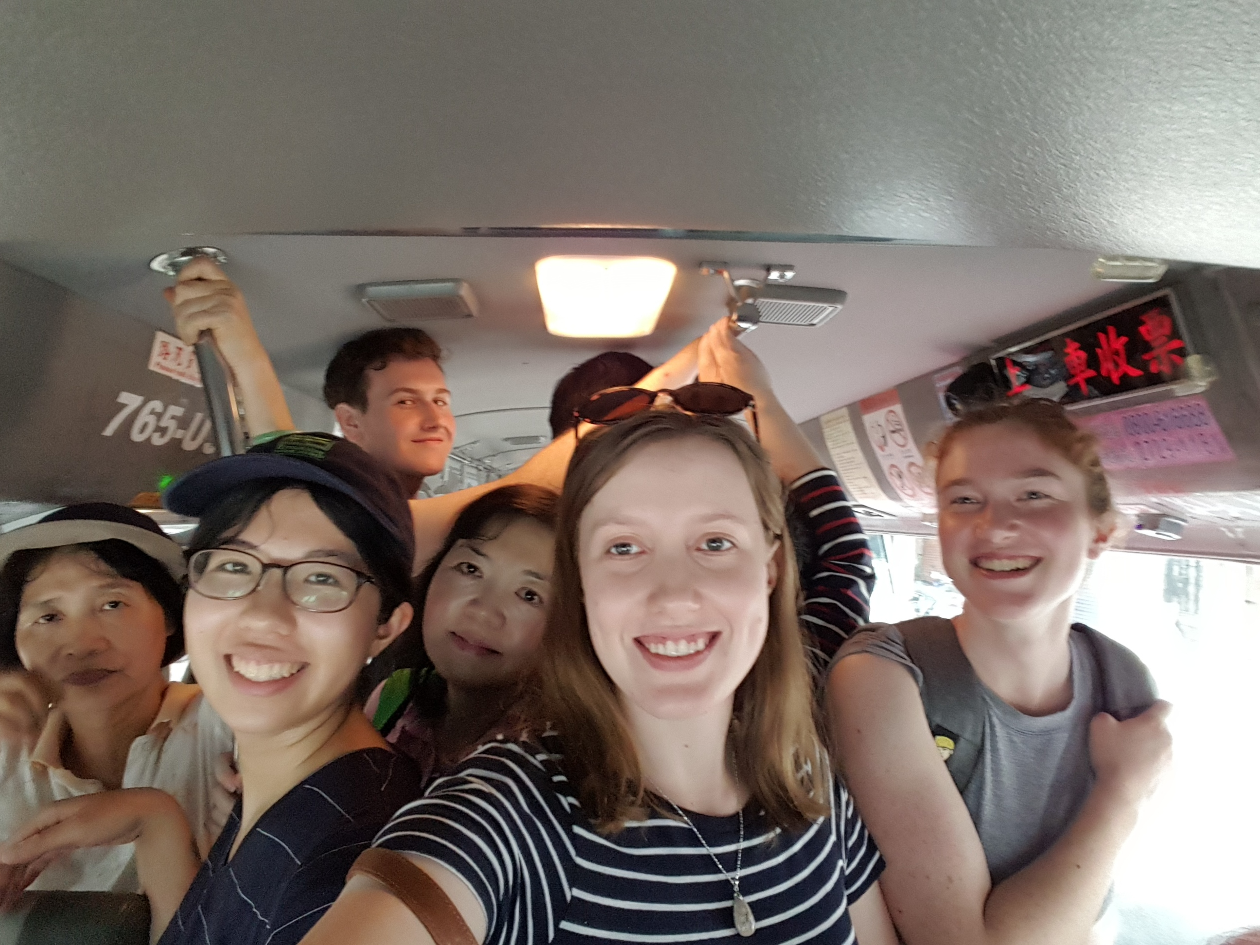 Squeezing onto a local minibus in the mountains of Neihu (內湖), just near Taipei.